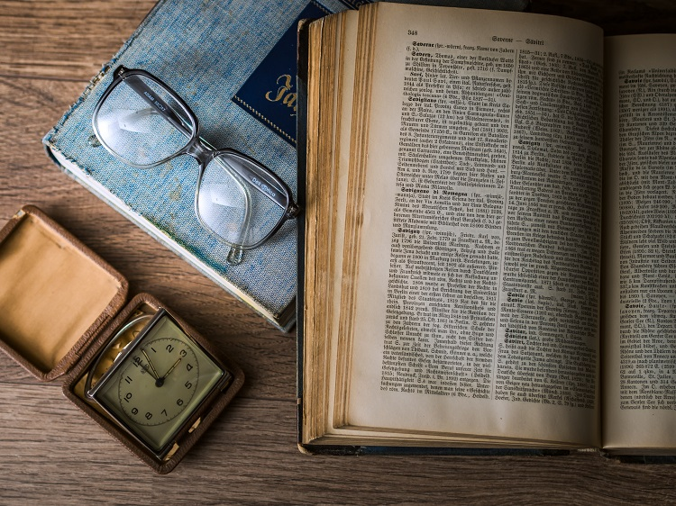 knowledge-goals-kennis-doelen-leren-book-boek-bril-glasses-watch-horloge